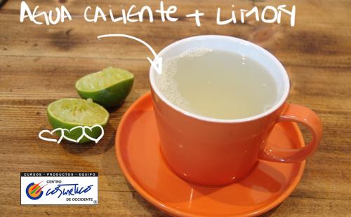 8 Beneficios de beber agua con limón en ayunas y cómo prepararla