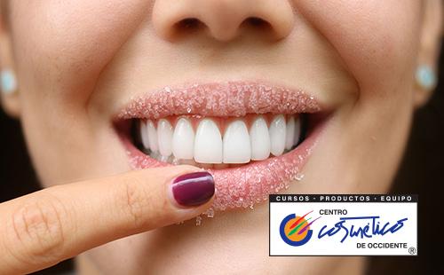 Combate la piel muerta con un exfoliante casero para tus labios